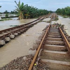 Imbas Banjir, Perjalanan Kereta Dari Malang ke Jakarta Dibatalkan