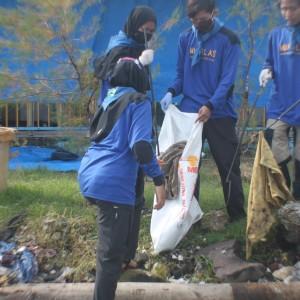 Selat Madura Tercemar, Mupalas Desak Gubernur Buat Perda Larangan Plastik Sekali Pakai