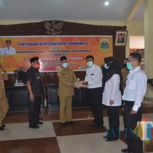 Bupati Bondowoso Serahkan 312 SK PPPK kepada Tenaga Guru dan Penyuluh Pertanian
