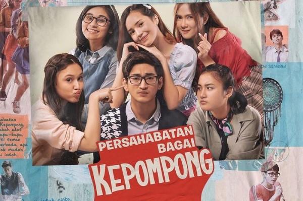 Poster film Persahabatan Bagai Kepompong (Foto: CewekBangetid)