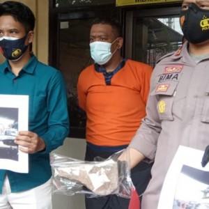 Viral Pria Bawa Paving Hadang  dan Pukul Mobil, Pelaku Ditangkap
