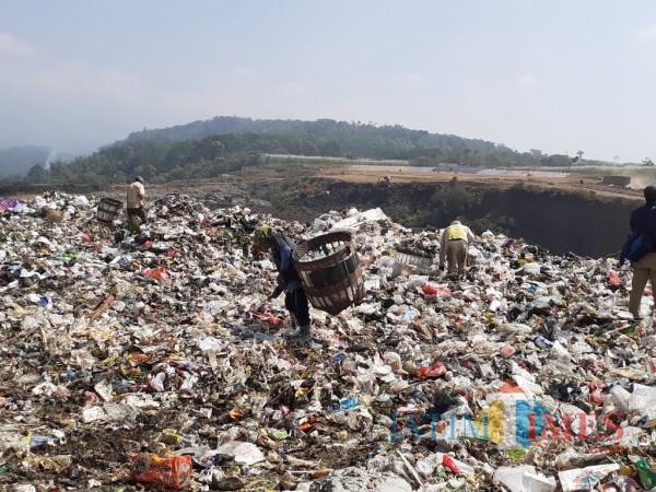 Tumpukan sampah di TPA Supit Urang. (Arifina Cahyanti Firdausi/MalangTIMES).