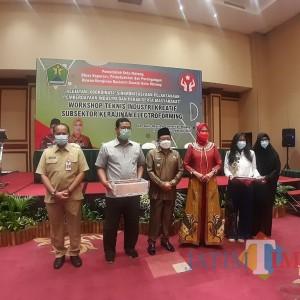Dorong Industri Kreatif Subsektor Electroforming, Diskopindag Kota Malang Gelar Workshop