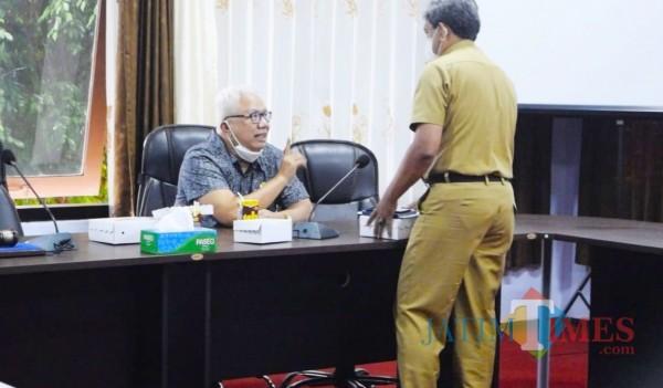 Husni Tahir Hamid usai gelar rapat evaluasi kegiatan di seluruh organisasi perangkat daerah (OPD). (Foto: Ganez Radisa/TrenggalekTIMES)