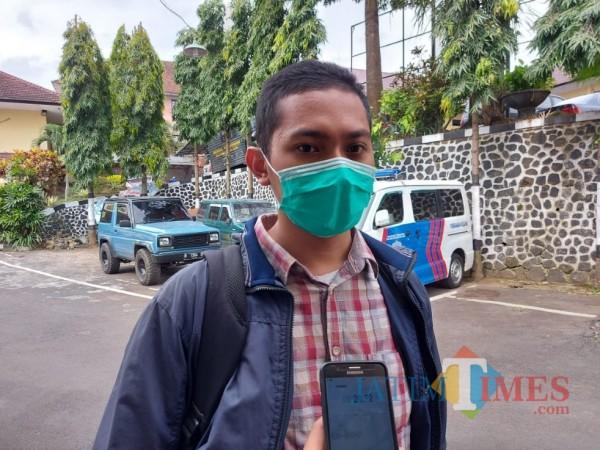 Ihsan (24) saat ditemui pewarta di Mapolresta Malang Kota, Selasa (23/2/2021). (Foto: Tubagus Achmad/MalangTIMES)