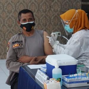 72 Anggota Polres Blitar Kota Terima Vaksinasi Covid-19