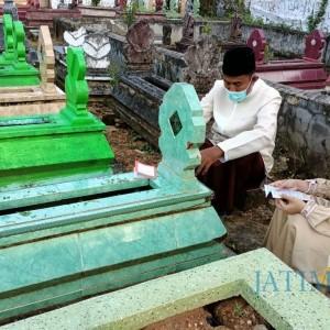 Jelang Pelantikan, Bupati Sumenep Terpilih Ziarah ke Makam Orang Tua