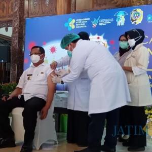 Vaksinasi Covid-19 Tahap 2 Mulai Dilakukan, Bupati Ikut Divaksin