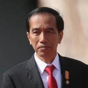 Kuasa Hukum Rizieq Soroti Jokowi karena Lambaikan Tangan di Tengah Kerumunan