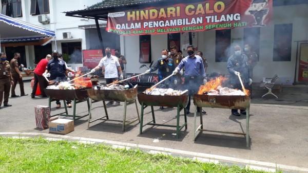 Pemusnahan barang bukti oleh Kejari Kabupaten Malang (foto: istimewa)