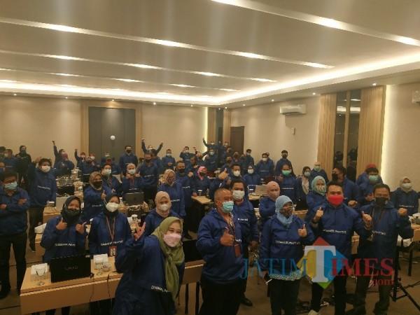100 Peserta ASN Disnaker-PMPTSP Kota Malang giat seminar pelatihan penerapan UU Cipta Kerja di Shanaya Resort, Kota Malang, Jumat (26/2/2021) (Foto: Mariano Gale)