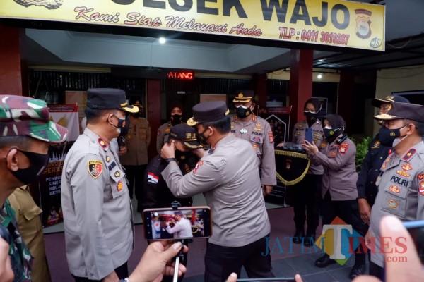 Baharkam Mabes Polri melalui Kakorbinmas Polri memberikan penghargaan kepada Satuan Pengamanan (Satpam)