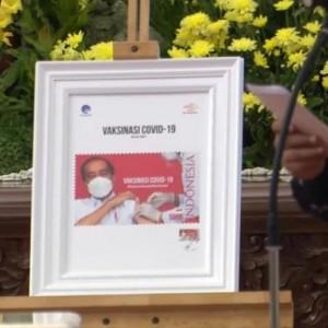 Jokowi Luncurkan Perangko Seri Gerakan Vaksinasi Nasional Covid-19