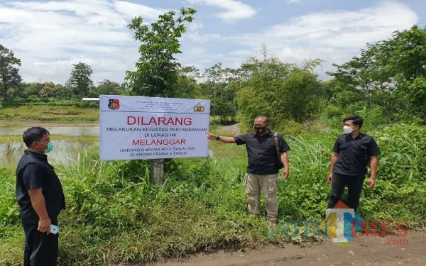 Papan Imbauan larangan penambangan pasir di Brantas Tulungagung (Foto : Dokpol / Tulungagung TIMES)