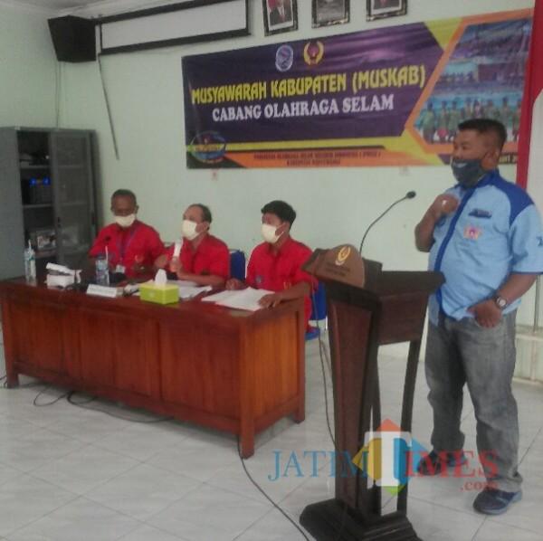Yusuf Widodo, Ketua Pengkab POSSI Banyuwangi terpilih saat memberikan sambutan Nurhadi Banyuwangi Jatim Times