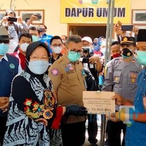 Kunjungi Korban Tanah Longsor di Pamekasan, Mensos Serahkan Santunan Pada Ahli Waris