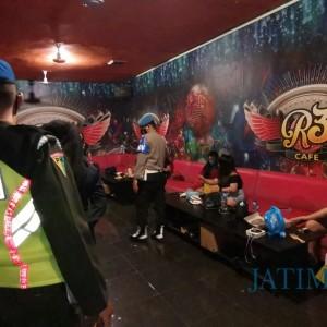 Berantas Narkotika, LC dan Pengunjung Karaoke di Blitar Dites Urine