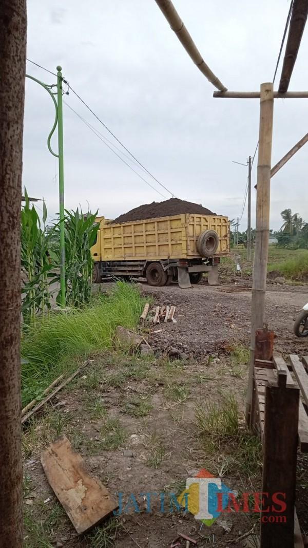 Aktivitas penambangan liar di Desa Bedewang, Kecamatan Songgon, Banyuwangi. (Nurhadi/JatimTIMES)