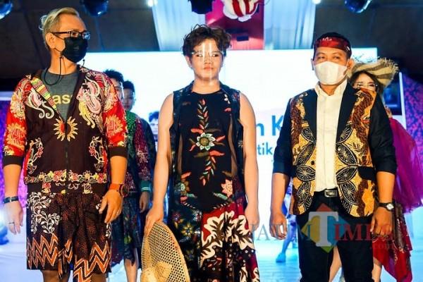Melihat Keagungan Batik KaDe di Event Madura Fashion Society 2021