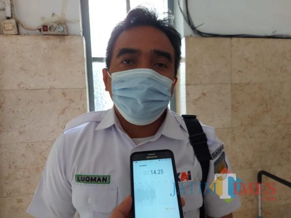 Manajer Humas PT KAI Daop 8 Surabaya Luqman Arif saat ditemui pewarta di Stasiun Malang Kota Baru, Minggu (28/2/2021). (Foto: Tubagus Achmad/ MalangTIMES)