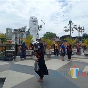 Patung Merlion di Taman Sumber Umis Kota Madiun Menjadi Jujugan Selfi Para Pengunjung