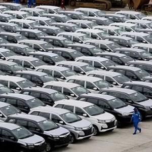 Mulai Hari Ini,  Harga Mobil Baru Turun