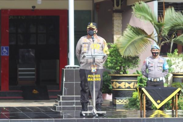 Kapolres Malang, AKBP Hendri Umar saat memimpin apel di Mapolres Malang (Humas Polres Malang for MalamgTIMES)