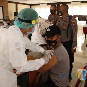 Ratusan Anggota Polres Sumenep Jalani Vaksinasi Tahap Pertama, 30 Gagal Divaksin