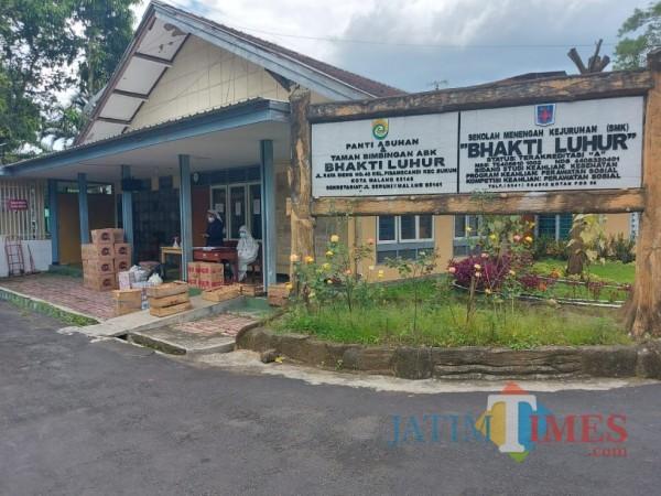 Suasana Yayasan Bhakti Luhur Malang saat dinyatakan 170 penghuninya reaktif Covid-19, Senin (1/3/2021). (Foto: Tubagus Achmad/MalangTIMES)