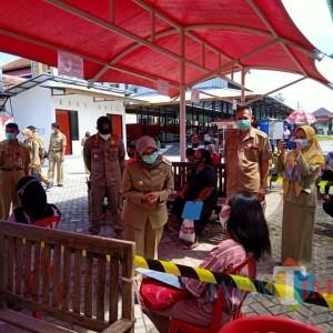 Dorong Layanan Adminduk Cukup dari Desa, Bupati Rini Kunjungi Kantor Dispendukcapil