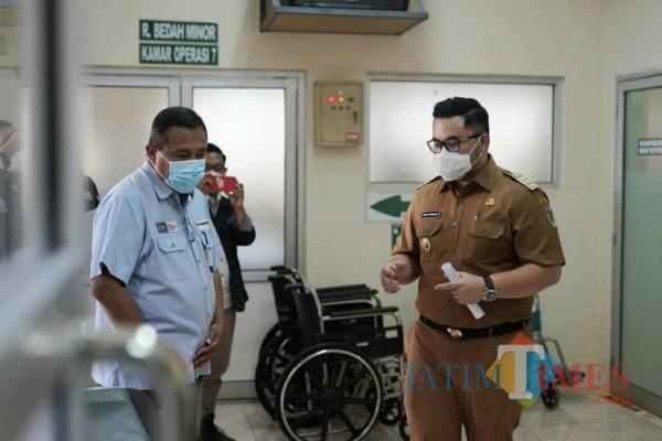 Bupati Kediri Hanandhito Himawan Pramana saat melakukan sidak di RS.(eko arif s/Jatimtimes)