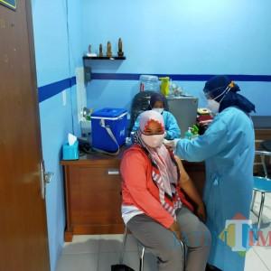 Ribuan Guru di Kota Blitar Terima Vaksinasi Covid-19