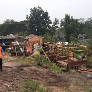 Gazebo Rest Area di Malang Selatan Rusak Parah Diterjang Hujan Campur Angin