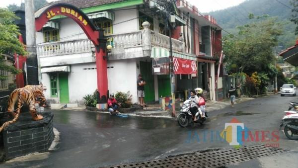Suasana kawasan Villa Songgoriti, Kota Batu, Selasa (2/3/2/2021) (foto: Mariano Gale/Malang Times)