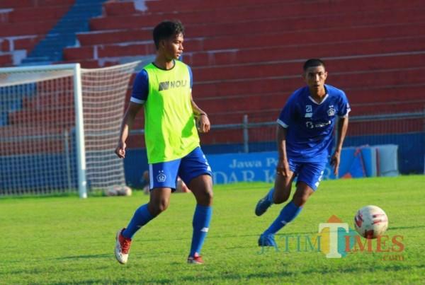 Pemain Persik saat berlatih di stadion Brawijaya. (Foto : istimewa)