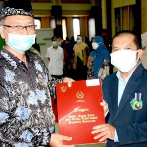 Puluhan Dosen dan Staff Terima Tanda Kehormatan Setyalancana Karya Satya, Ini Pesan Rektor UIN Malang