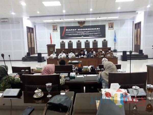 Rakor pembahasan rancangan awal RPJMD Kota Malang 2018-2023. (Arifina Cahyanti Firdausi/MalangTIMES).