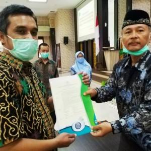 Serahkan SK ke Pegawai dan PNS, Rektor UIN MALIKI Malang Prof Haris Beri Wejangan Ini