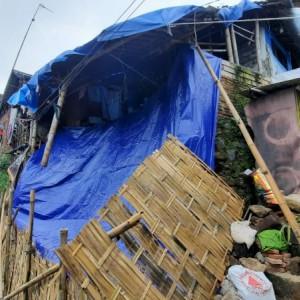 Hujan Deras Seharian, Salah Satu Rumah Warga Ambrol di Mergosono