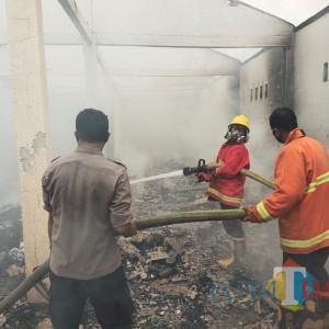 Usai Bongkar Muat, Gudang Paketan di Bangkalan Terbakar, Kerugian Setengah Miliar