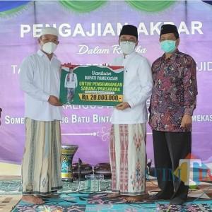 Serahkan Bantuan untuk Pengembangan Masjid Darul Karomah, Ini Kata Bupati Pamekasan