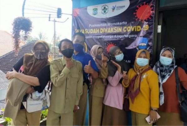 Para GTK di Kabupaten Malang usai menjalani tahapan vaksinasi. (Foto: instagram Dispendikmalangkab)