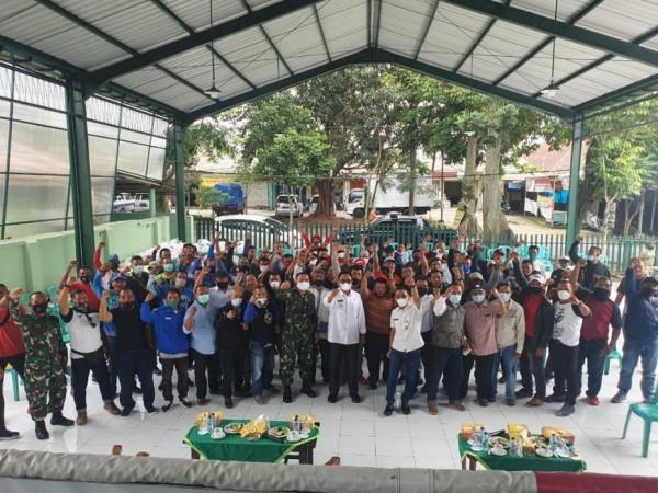 Para insan tinju Malang Raya saat bersilaturahmi di Sasana Manggala Yon BekAng 2/MWJ/2 Kostrad, kawasan Kesatrian. (Foto: Istimewa)
