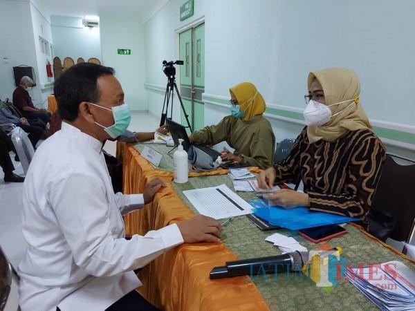 RSI-Unisma-Lakukan-Vaksinasi-Kini-Giliran-Pimpinan-Universitas-Negeri-Malang-1ae7e1d1d52d09eda.jpg