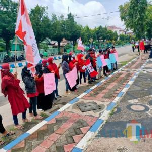Tolak Perluasan Tambang Fosfat, Puluhan Mahasiswa Gelar Aksi di DPRD Sumenep