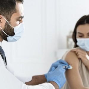 Mual dan Demam Pasca Vaksinasi? Berikut Makanan yang Direkomendasikan untuk Hilangkan Efek Samping Vaksin Covid-19