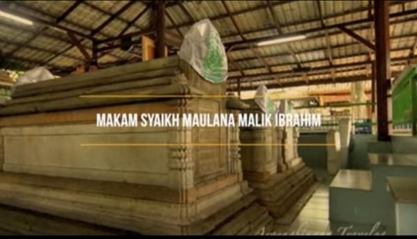 Makam-Syekh-Maulana-Malik-Ibrahimedd4ca0b146768ce.jpg