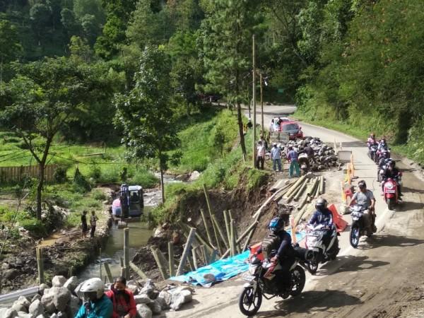 Suasana jalur Kediri-Batu, Sabtu (6/3/2021) (foto: istimewa)