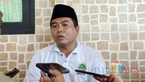 Kepala Desa Lobuk, Moh. Saleh sewaktu dikonfirmasi awak media di kediamannya (Foto: Syaiful Ramadhani/SumenepTIMES)
