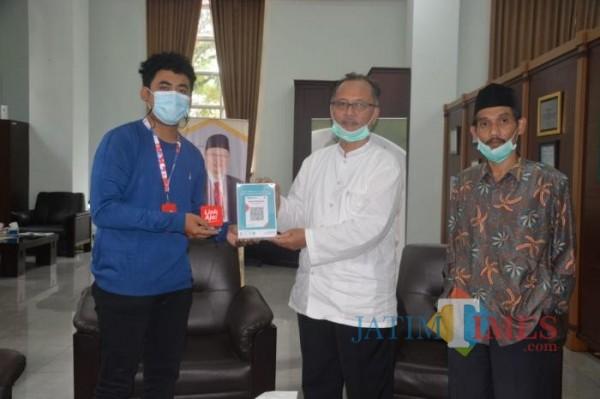 Pihak Link Aja usai menjalin MoU dengan Rektor UIN MALIKI Malang, Prof Abdul Haris dan juga Kepala Perpustakaan UIN MALIKI Malang, Mufid (Ist)